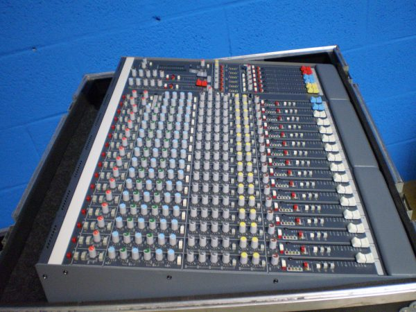 Allen & Heath GL 2200